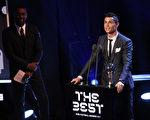 """葡萄牙球星C罗力压梅西,第三次夺得""""世界足球先生""""称号。 (Photo by Bryn Lennon/Getty Images)"""