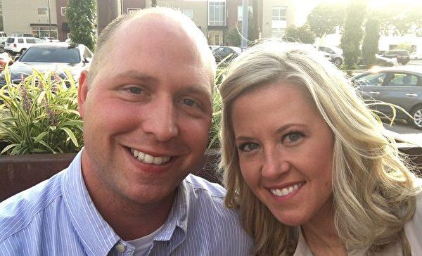 布兰登和凯西的甜蜜合照。(Courtesy of the couple)
