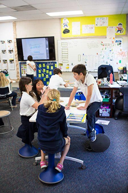 Hillbrook从低年级开始鼓励学生探讨、创新,相互合作。(湾区贵族学校Hillbrook(K-8)提供)