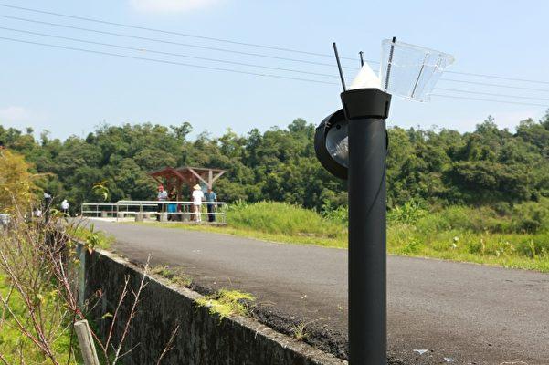 安农溪大光明圳旁十盏庭园夜灯遭破坏。(曾汉东/大纪元)