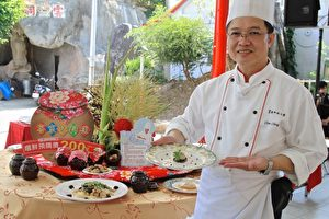 育逹科大谢庆麟老师带领学生团队,制作创意客家瓮料理美食。(许享富/大纪元)