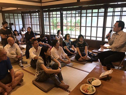 胡川安讲解日本握寿司的历史。(宜兰文化局提供)