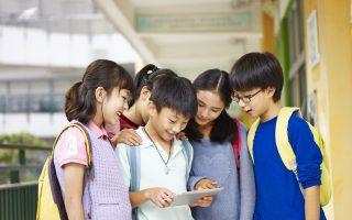 有家长表示,私立学校对孩子要求很严。比如使用电子产品只能用于学习,不可以随便浏览无关网页,玩游戏是绝对不可能的。 (Fotolia)