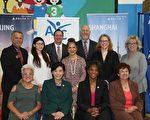 亚裔青少年中心(AYC)记者会上,赞助商、获奖者以及各界支持者合影。(姜琳达/大纪元)