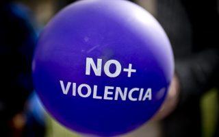 根据现行的法律,对于家暴的投诉,家暴受害者必须先获得保护令,然后寻求租赁终止的法院裁决。 (Martin Bernetti/AFP/Getty Images)