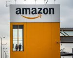 """面对来自亚马逊50亿美元的投资与5万就业机会,全美近50座城市纷纷开出各种优惠条件以求得亚马逊""""青睐""""。 (PhiIppe Huguen/AFP/Getty Images)"""