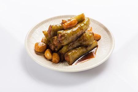 翡翠椒镶肉。(红粟上海经典小吃提供)