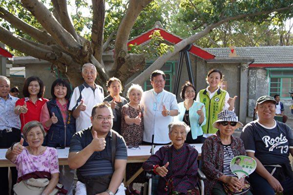 """马祖新村""""巢""""活动上周开跑,桃园市长郑文灿出席,与市民同欢。(桃园市文化局提供)"""