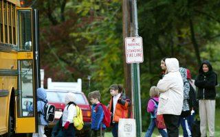每天早晨,紐約大約有二百多萬名孩子搭乘校車到學校學習。 (Mark Wilson/Getty Images)
