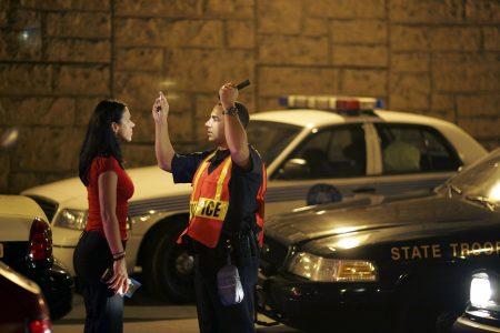 执照监控器的创办人加维(Michael Garvey)表示,在纽约州因酒后驾车(DUI)和酒醉驾驶(DWI)犯罪被捕者,在几天内会更新记录到纽约州的机动车管理局。