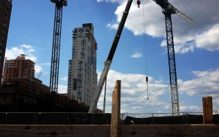 白思豪曾许诺在2024年之前建设20万栋可负担住房。 (Spencer Platt/Getty Images)