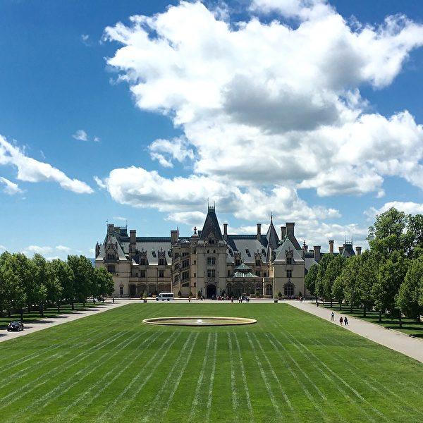 比特摩尔庄园是北卡罗来纳州西部著名的观光景点,是一座法国文艺复兴式建筑,曾被评为美国建筑师协会评选的美国最喜爱建筑之一。(ronkowitz/CC/Pixabay)