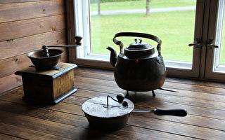 Suur-Savo博物馆的咖啡研磨机和咖啡壶。(公有领域)