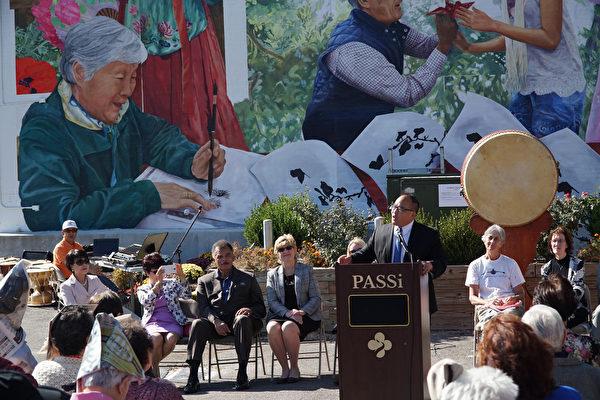 费城市议员David Oh参加PASSi壁画揭幕剪彩庆祝,他再次提及呼吁费城废除对中餐外卖的歧视法案(肖捷/大纪元)