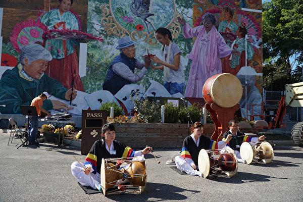 10月4日,宾州亚裔老人服务中心PASSi举办壁画揭幕剪彩及中秋庆祝仪式,当天提供了不同族裔的文艺表演及美食。