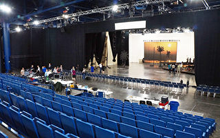 """图:休斯顿大歌剧团在乔治布朗会议中心的临时剧院""""HGO活力剧院""""10月20日启动新一季的首场歌剧演出 。(易永琦/大纪元)"""