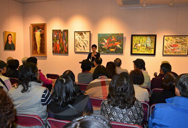 图:加西台湾艺术家协会2017年会员联展开幕式现场,主持人为房世伶。 (邱晨/大纪元)