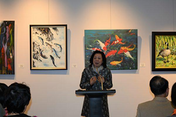 图:加西台湾艺术家协会2017年会员联展,艺术家王海蘋在发言。 (邱晨/大纪元)