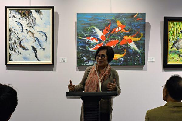 图:加西台湾艺术家协会2017年会员联展,艺术家洪子珺在发言。 (邱晨/大纪元)