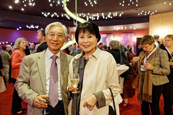 宾州亚裔老人服务中心(PASSi)创办人兼总裁崔英佳女士(Im Ja Choi)(右)与董事会成员Pat Modafferi(左)于9月18 日至21日出席了在瑞士蒙特勒举办的2017年全球老龄化机构颁奖会。(PASSi提供)
