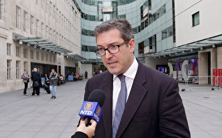 日前,英保守黨人權委員會副主席羅哲斯被香港遣返回英國後,在倫敦接受大紀元及新唐人記者採訪。(舒雅/大紀元)