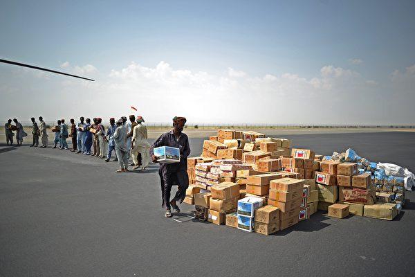 中共只有23%的援外資金符合傳統援助方式,而剩下的援助資金大部分是用來商業貸款。AidData執行主管帕克斯(Bradley C. Parks)表示,這一做法不能使受援國產生客觀的經濟增長。(CARL DE SOUZA/AFP/Getty Images)
