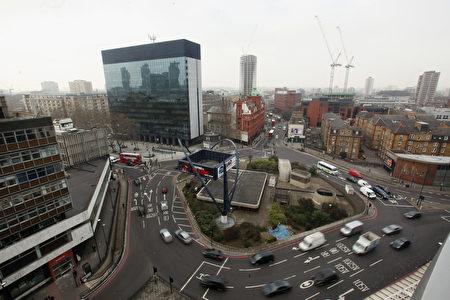 位於英國倫敦Shoreditch的轉盤,此處是高科技公司聚集區域。看看地上複雜的標示,是不是還沒開車、已經暈了。( Oli Scarff / Getty Images)