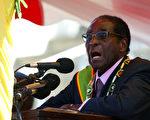 世界卫生组织(WHO)委任津巴布韦总统穆加贝为亲善大使的决定,引发国际上强烈反弹。(JEKESAI NJIKIZANA/AFP/Getty Images)