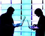 過去幾年,朝鮮黑客被控實施了一些最大膽的網絡攻擊,從盜竊上百萬美元巨款到盜竊國家機密。 (Patrick Lux/Getty Images)