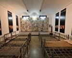 罗马尼亚锡盖特博物馆由锡盖特监狱改建,展示和揭露共产极权统治的罪恶。自1993年成立,该馆已接待了一百多万参观者。图为馆内的一间展室(原监狱牢房)。(DANIEL MIHAILESCU/AFP/Getty Images)