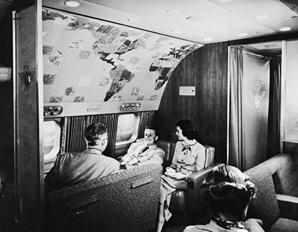 circa 1955: A lounge compartment on an airliner, designed by Henry Dreyfuss. (Photo by Orlando /Three Lions/Getty Images)