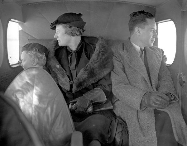 circa 1937: A family in the back of an aircraft looking out of the windows. (Photo by London Express/Getty Images)