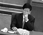 十九大后,现任政法委书记孟建柱能否跳出周永康的命运,再惹关注。有人说周永康的十年是中国司法界的大倒退,那么孟建柱的十年就是把对法轮功的迫害照搬到异议人士和普通民众身上。 (WANG ZHAO/AFP/Getty Images)