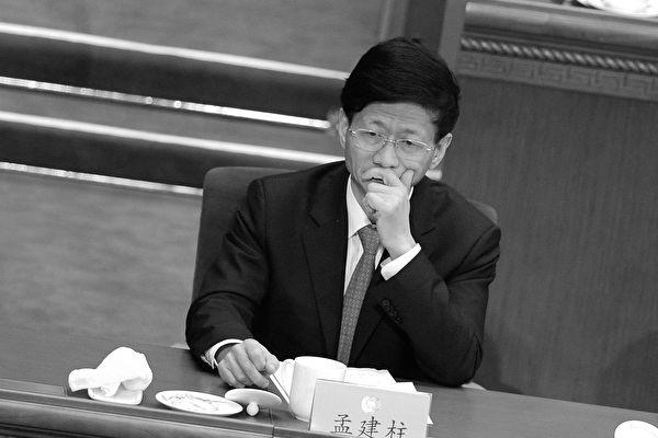 十九大後,現任政法委書記孟建柱能否跳出周永康的命運,再惹關注。有人說周永康的十年是中國司法界的大倒退,那麼孟建柱的十年就是把對法輪功的迫害照搬到異議人士和普通民眾身上。 (WANG ZHAO/AFP/Getty Images)