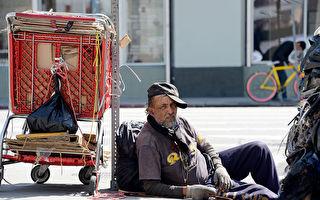 美国一名少年做暑期实习的时候,每天给一位街友些许零钱。没想到5年后两人再次相见,街友的话让少年泪流满面。(Kevork Djansezian/Getty Images)