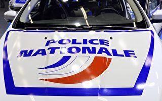 近期在巴黎南郊马恩河谷省(Val-de-Marne)针对亚裔的袭击已经有6起,而这个数字只统计了最严重的袭击案件。图为法国国家警察警车上的标志。(BERTRAND GUAY/AFP/Getty Images)