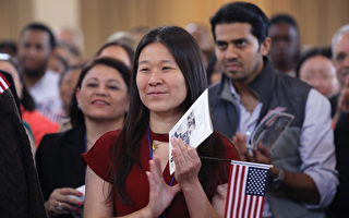 根據一份最新公布的調查報告,去年美國移民總人數達到4,370萬,創106年來最高點。(John Moore/Getty Images)