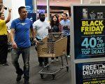 感恩節期間的黑色星期五搶購者。(MARK RALSTON/AFP/Getty Images)