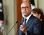 意大利外交部长安吉利诺•阿尔法诺(Angelino Alfano)表示,朝鲜驻罗马大使Mun Jong Nam被命令离开西班牙。     (ALBERTO PIZZOLI/AFP/Getty Images)