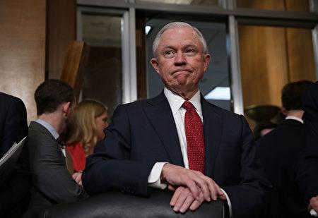 美国司法部长塞申斯周四(10月12日)说,美国的难民政策已经千疮百孔,遭到肆意滥用,欺诈横行。 ( Alex Wong/Getty Images)