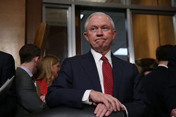 美國司法部長塞申斯週四(10月12日)說,美國的難民政策已經千瘡百孔,遭到肆意濫用,欺詐橫行。 ( Alex Wong/Getty Images)