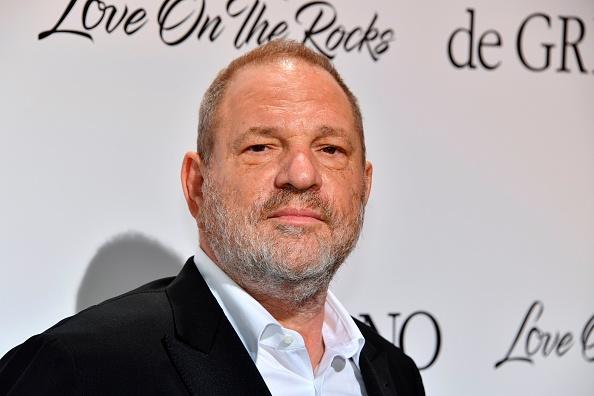 近日,越来越多的受害人站出来指控著名好莱坞制片人哈维·韦恩斯坦(Harvey Weinstein)。(YANN COATSALIOU/AFP/Getty Images)
