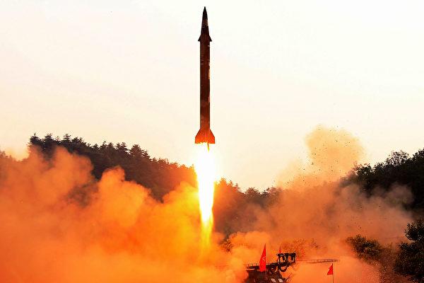 今年十月份,美國政府首次對一家為朝鮮移動導彈提供發射架的中國公司進行經濟制裁。該公司是中國航天科工集團的子公司。 (STR/AFP/Getty Images)