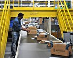 An Indian employee works inside Amazon's largest Fulfillment Centre (FC) in India, on the outskirts of Hyderabad on September 7, 2017. / AFP PHOTO / NOAH SEELAM        (Photo credit should read NOAH SEELAM/AFP/Getty Images)
