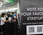 2017年9月18日在旧金山举行的TechCrunch Disrupt大会上,科技创业公司引起投资者、粉丝和媒体的争相关注。(图片来源:GLENN CHAPMAN / AFP / Getty Images)