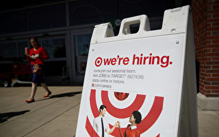 美國勞工部星期四(10月12日)公布申請失業救濟報告,截至10月1日至7日當週,全美初領失業救濟金人數下降到一個月以來的新低點。(Justin Sullivan/Getty Images)