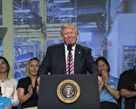 美国总统川普(特朗普)星期三(10月11日)下午将造访宾夕法尼亚州并发表演说。一名白宫高级官员透露,税收、卡车司机和宾州中部主要交通枢纽的地位,将形塑总统宾州行的重点。(Shawn Thew-Pool/Getty Images)