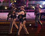 當地時間10月1日晚,美國拉斯維加斯市曼德勒海灣酒店附近發生槍案。(Ethan Miller/Getty Images)