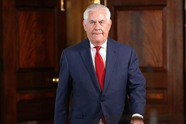 """美国国务卿蒂勒森(图)周日(15日)表示,川普总统要求在""""第一颗炸弹被投下前"""",美国继续通过外交手段解决朝鲜核危机。同时,美国一份新民调显示,近半数美国共和党人支持对朝鲜采取先发制人的军事手段。(Win McNamee/Getty Images)"""