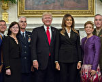 """对于朝鲜核武危机的处理,美国总统川普(特朗普)星期六(10月7日)下午发推说,""""只有一件事能够成功"""",但没有具体说明所指为何,再度引发各界揣测。 (Andrew Harrer-Pool/Getty Images)"""